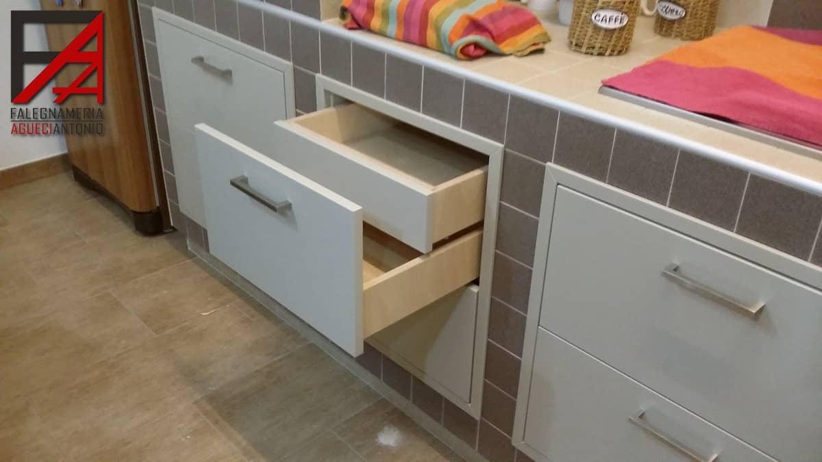 Camere e cucine falegnameria agueci antonio mobili - Ante per cucina in muratura ...