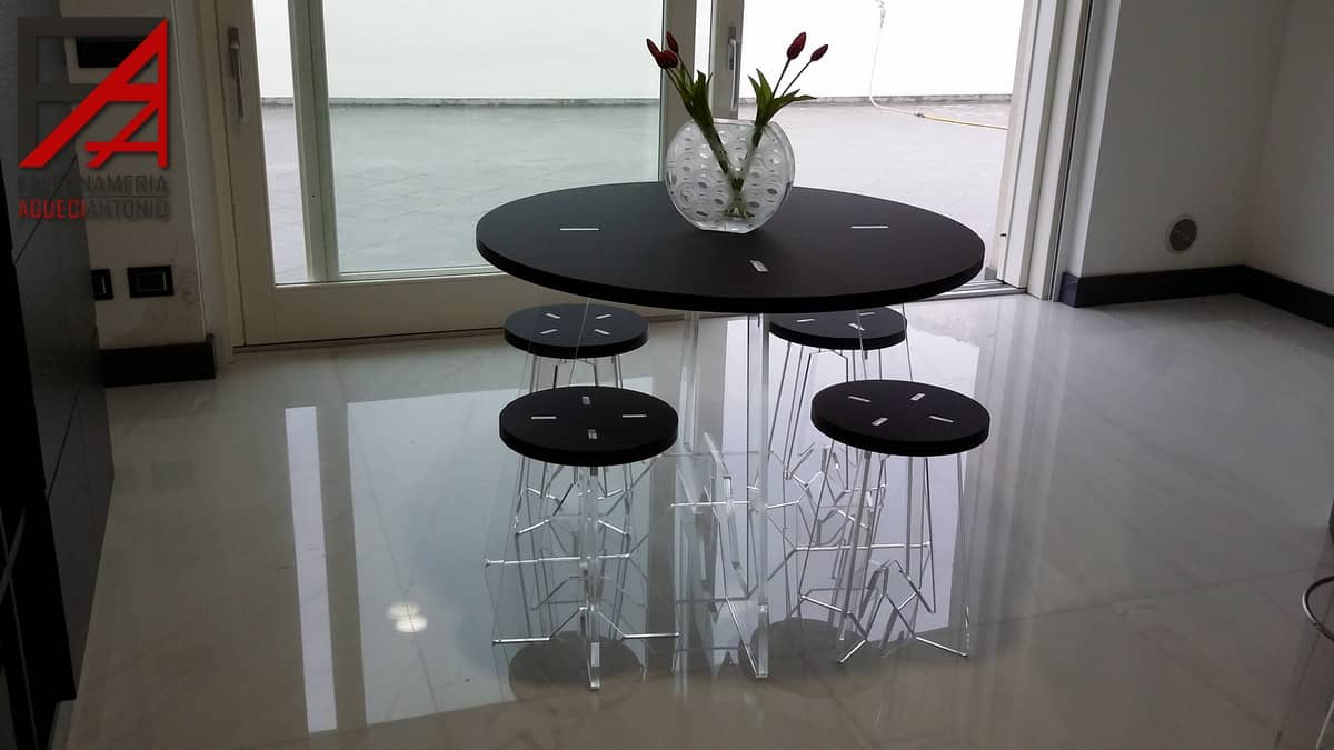 Falegnameria agueci antonio tavolo e sgabelli con base in fenix e